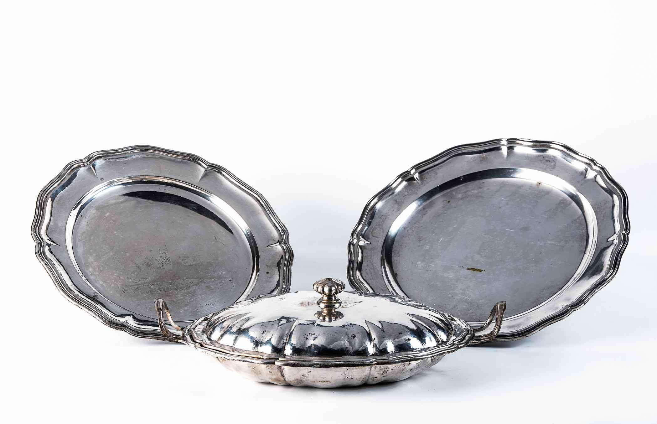 Due sottopiatti in argento