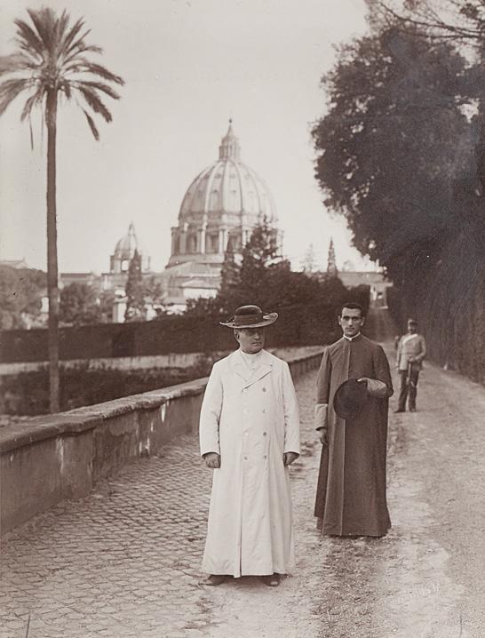 Papa Pio XI° con Monsignor Carlo Confalonieri, ca. 1920