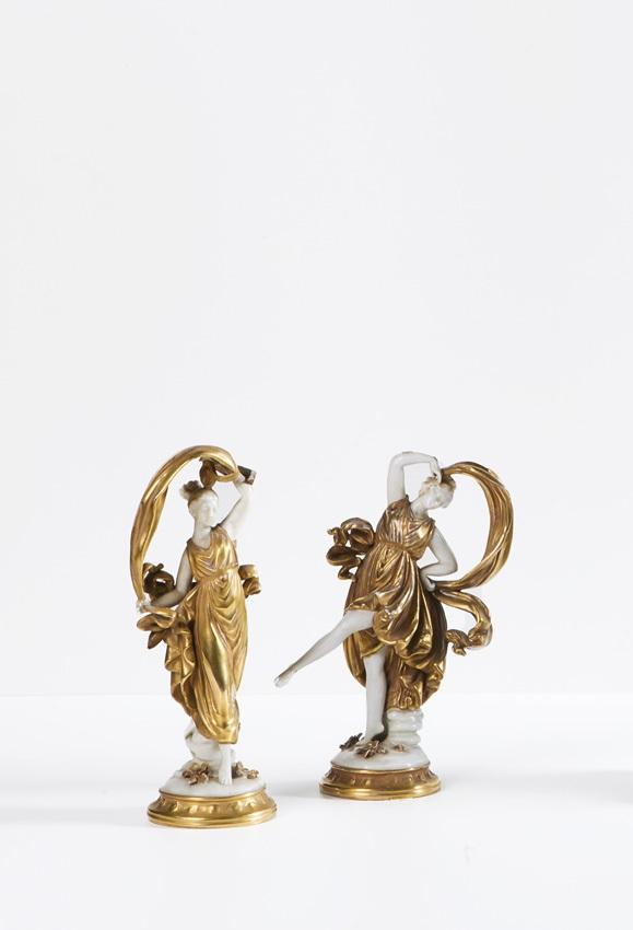 Due danzatrici in porcellana di Capodimonte bianca e oro