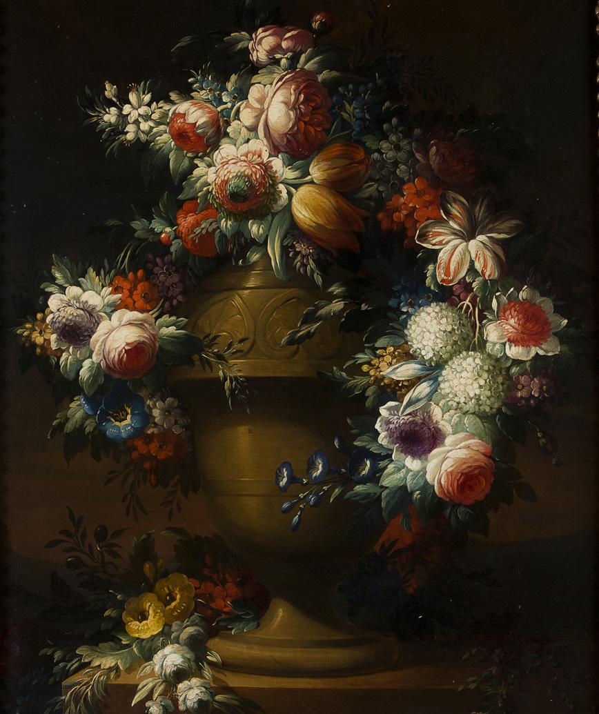 Rose, peonie, ortensie, tulipani e altri fiori in un vaso