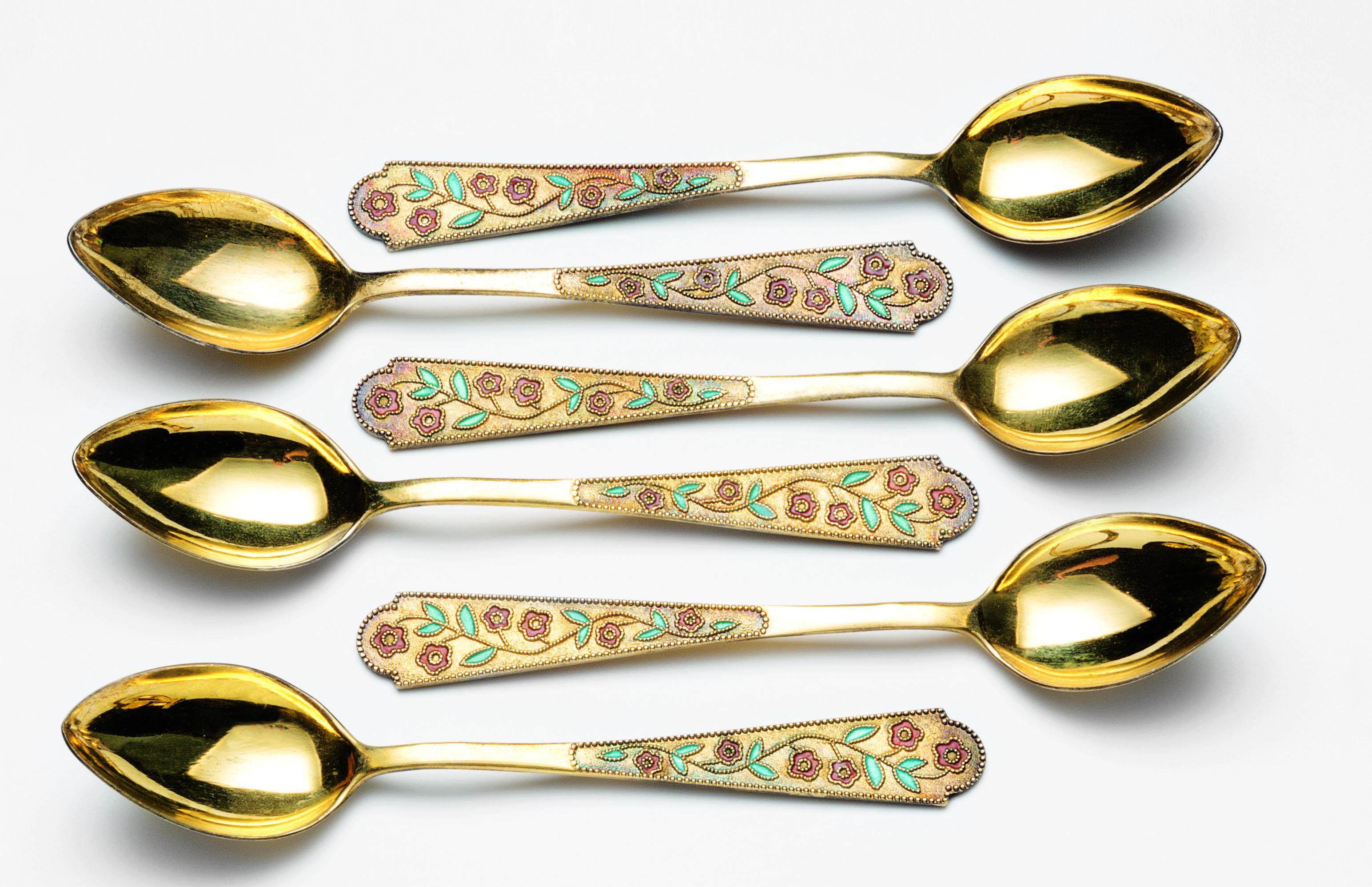 Sei cucchiaini in argento dorato