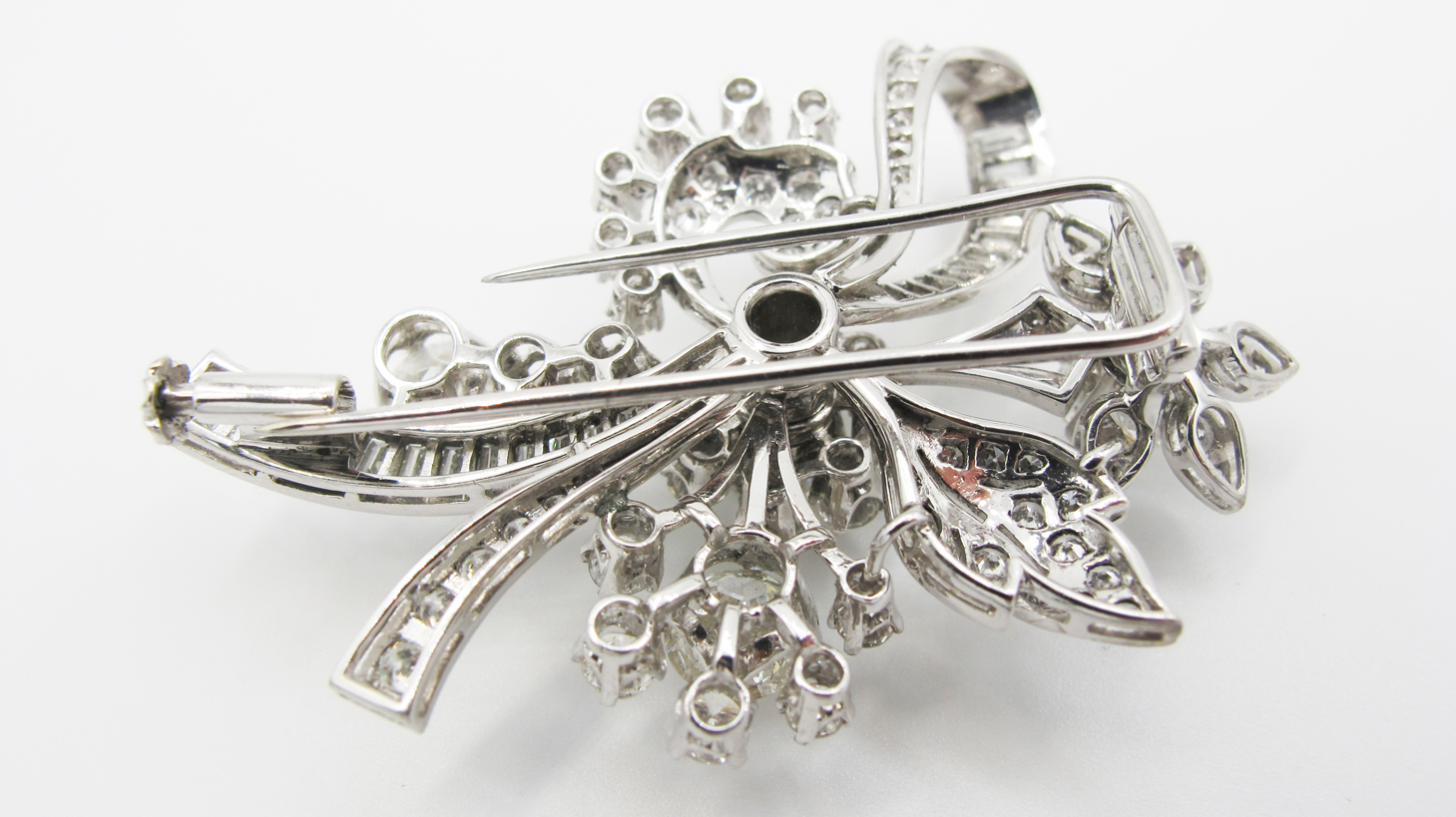 Spilla motivo floreale in platino