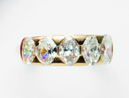 Anello in oro giallo 18 ct con cinque diamanti taglio navette