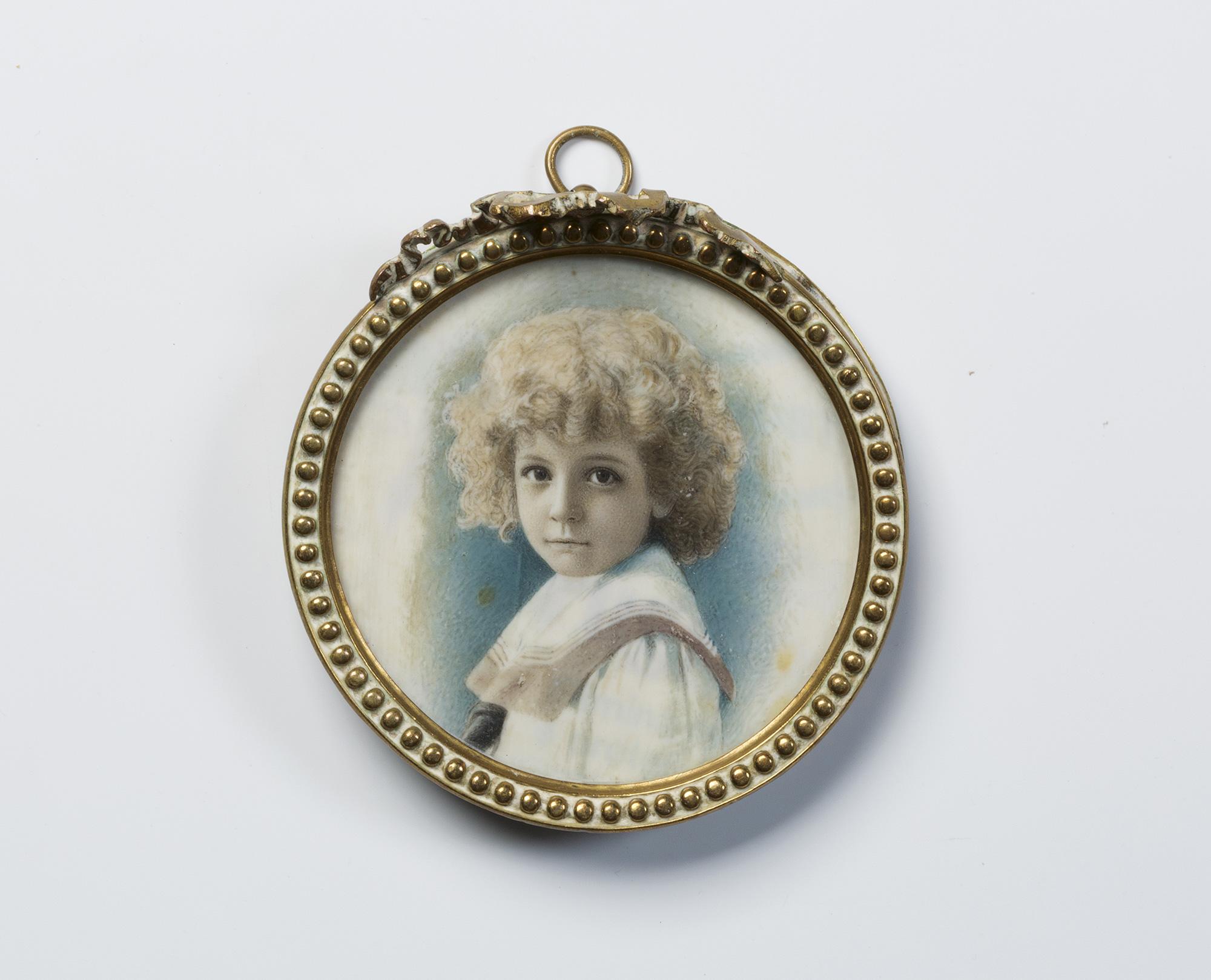 Cinque miniature raffiguranti ritratto di gentildonna; Ritratto di fanciulla velata (lievi difetti); Ritratto di gentiluomo; Ritratto di bimbo vestito alla marinara, e Veduta di un edificio