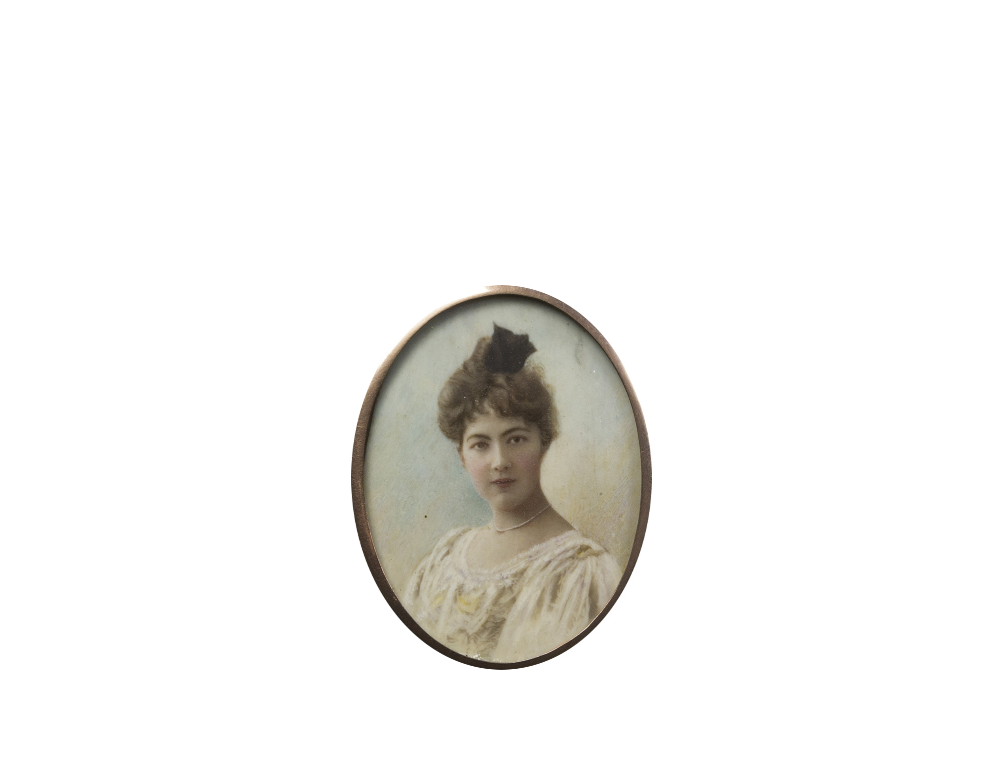 Quattro miniature raffiguranti ritratto di gentiluomo in marsina blu; ritratto di gentildonna in abito bianco (lieve filatura); Ritratto di gentildonna in abito bianco con fiocco nero tra i capelli; e Ritratto di gentiluomo di profilo