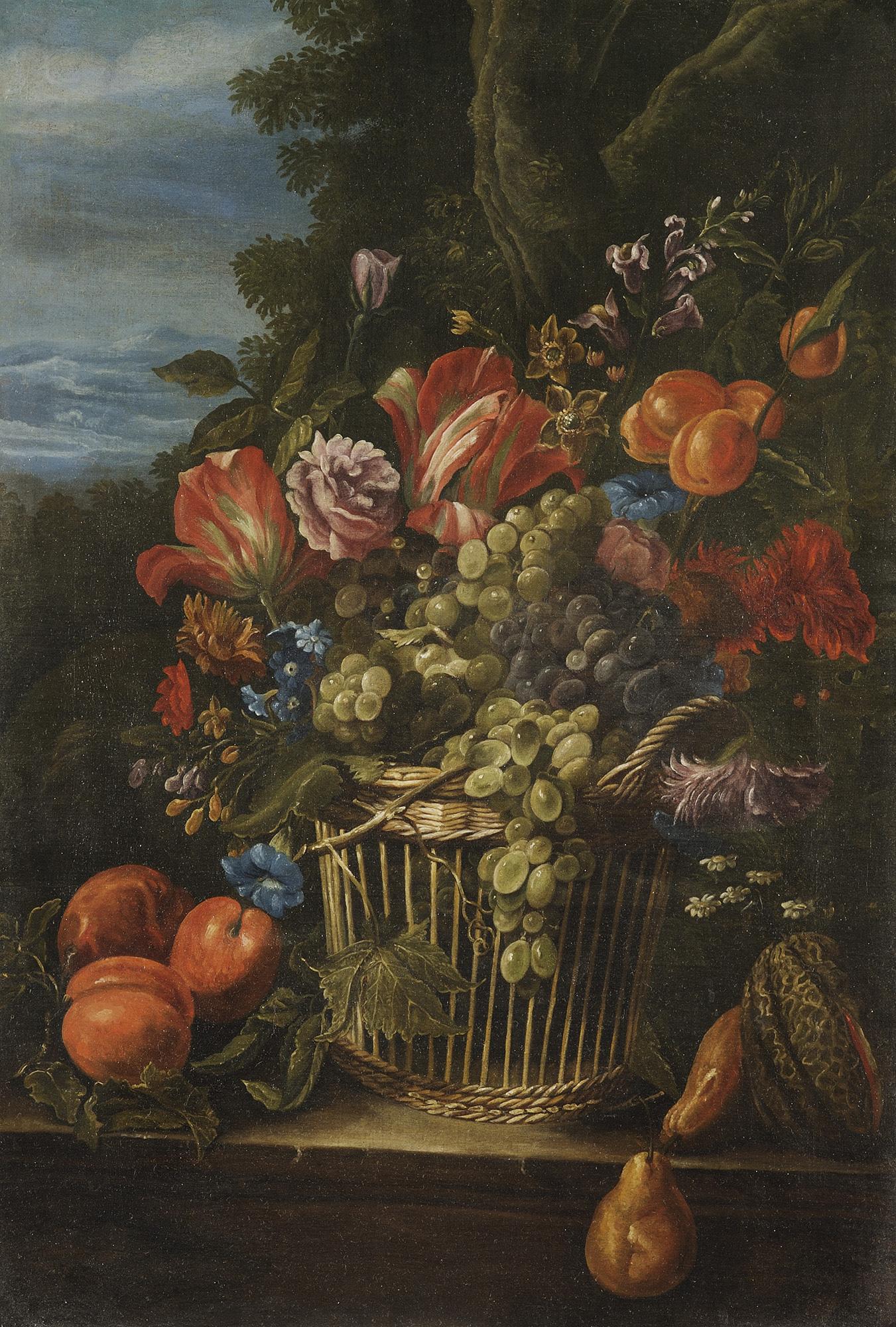 Uve bianche e nere, tulipani, campanule, rose e altri fiori in cesto di vimini con frutti en plein air