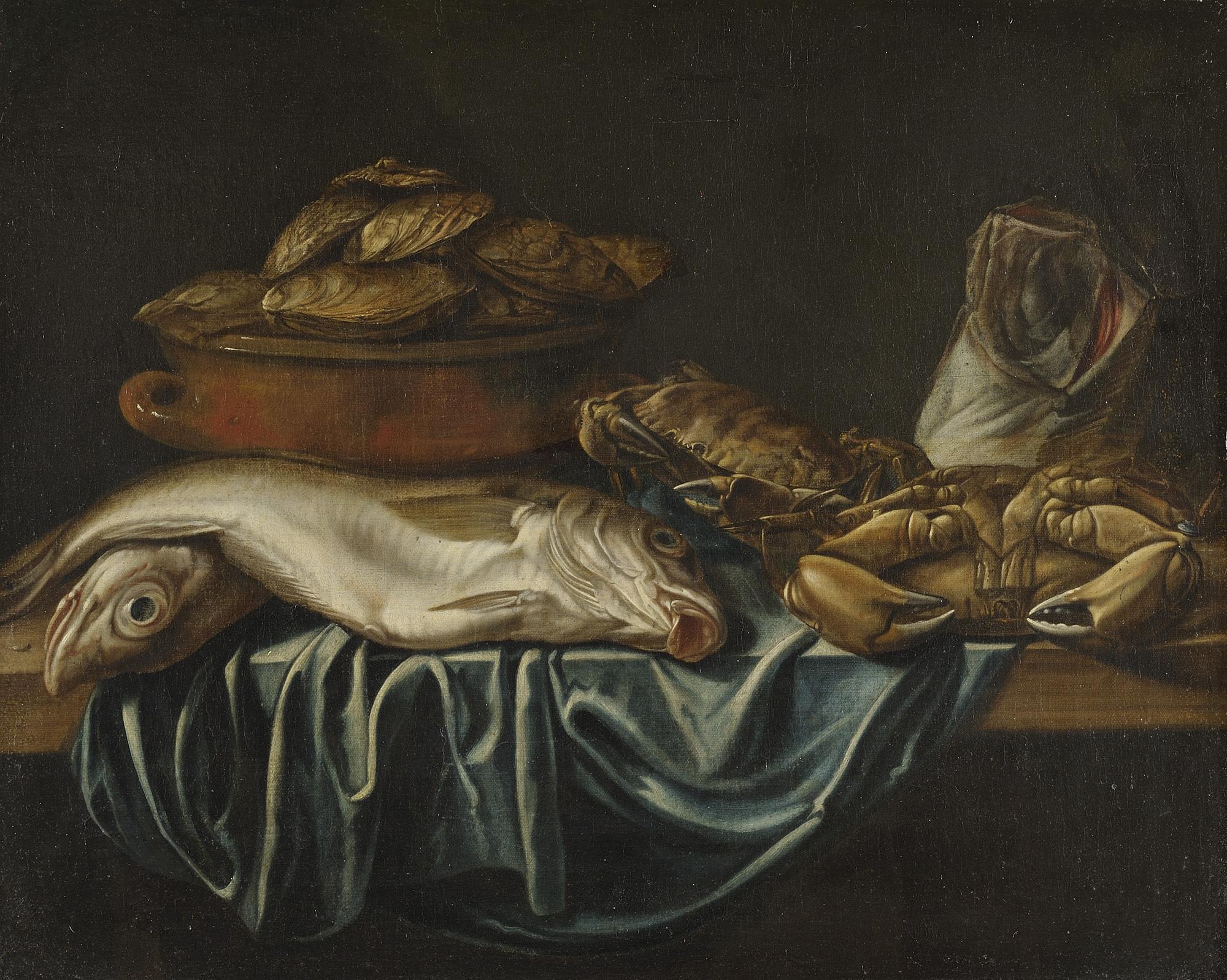Carpe, stoccafisso, granseola su un tavolo e ostriche in un recipiente di coccio