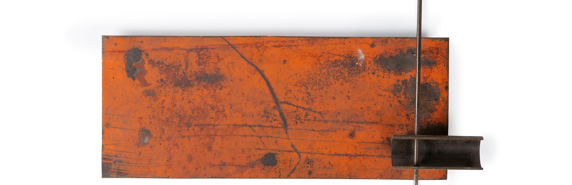 Rilievo rosso con asta verticale, 1966