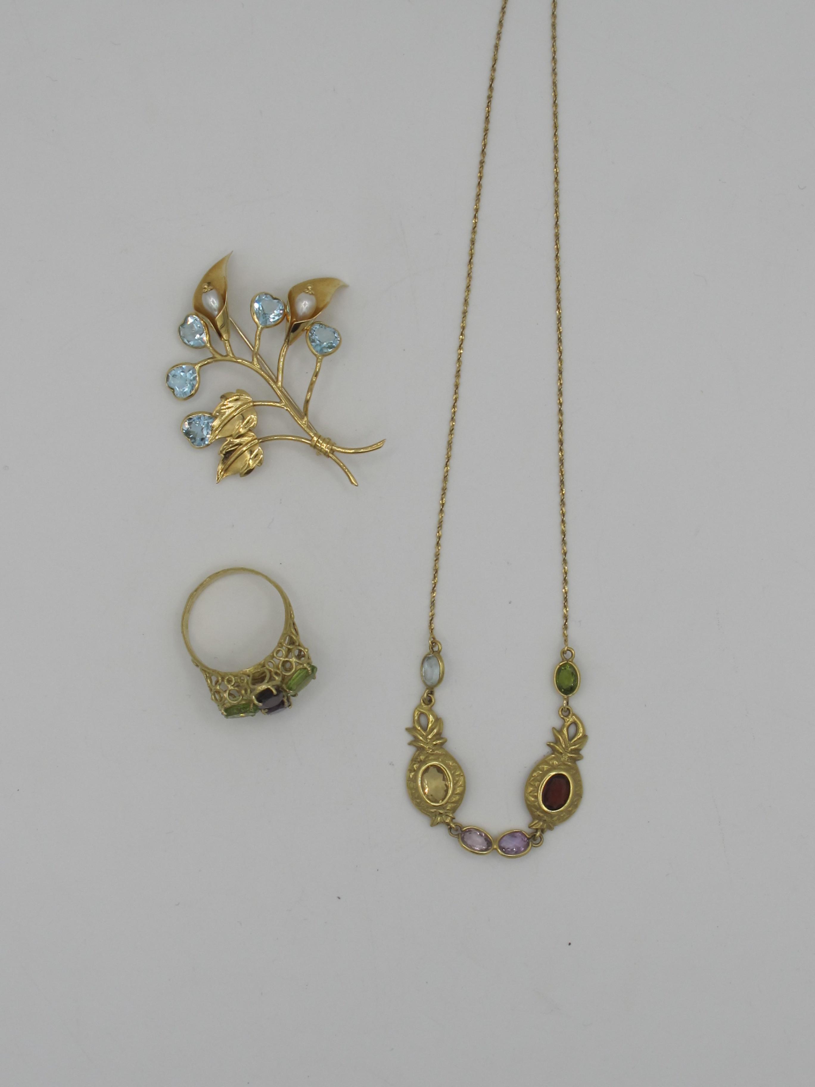 in oro e pietre colorate