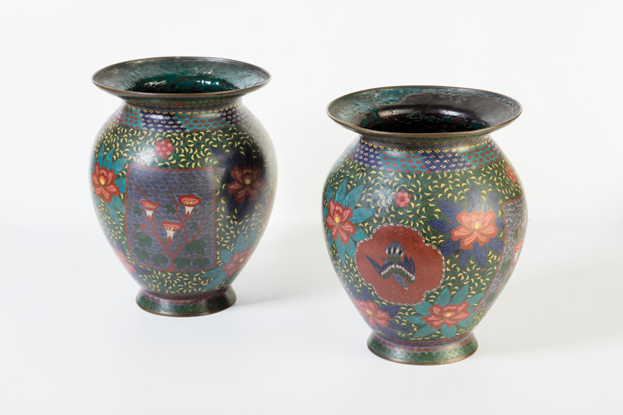 Manifattura cinese secolo xix coppia di vasi cloisonn for Vasi di fiori dipinti