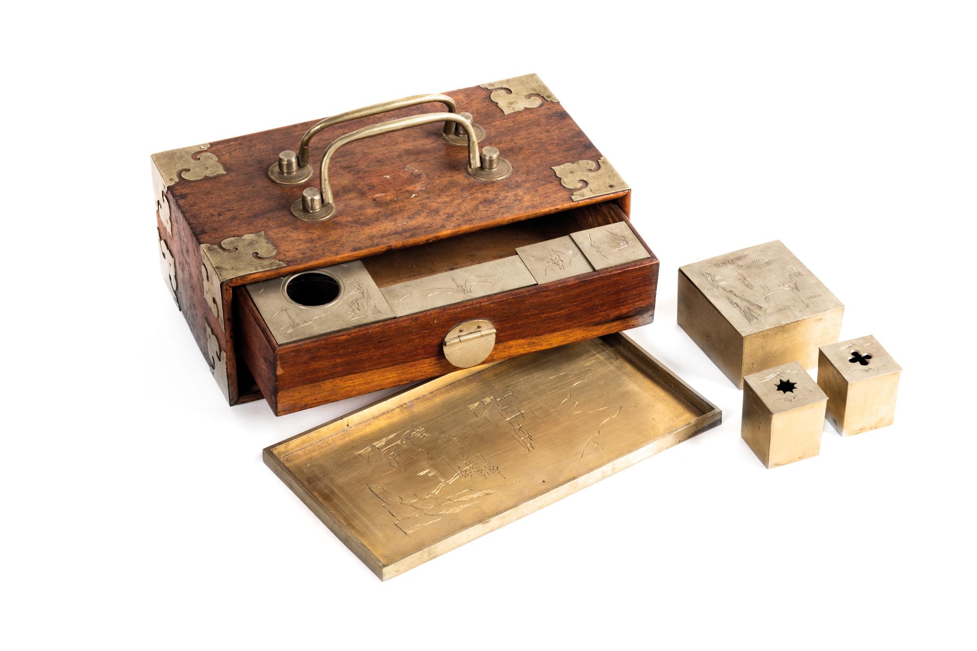 opium travelling box, wood and brass, 7 x 19 x 11 cm Admiral Lamberto Vannutelli's gift.