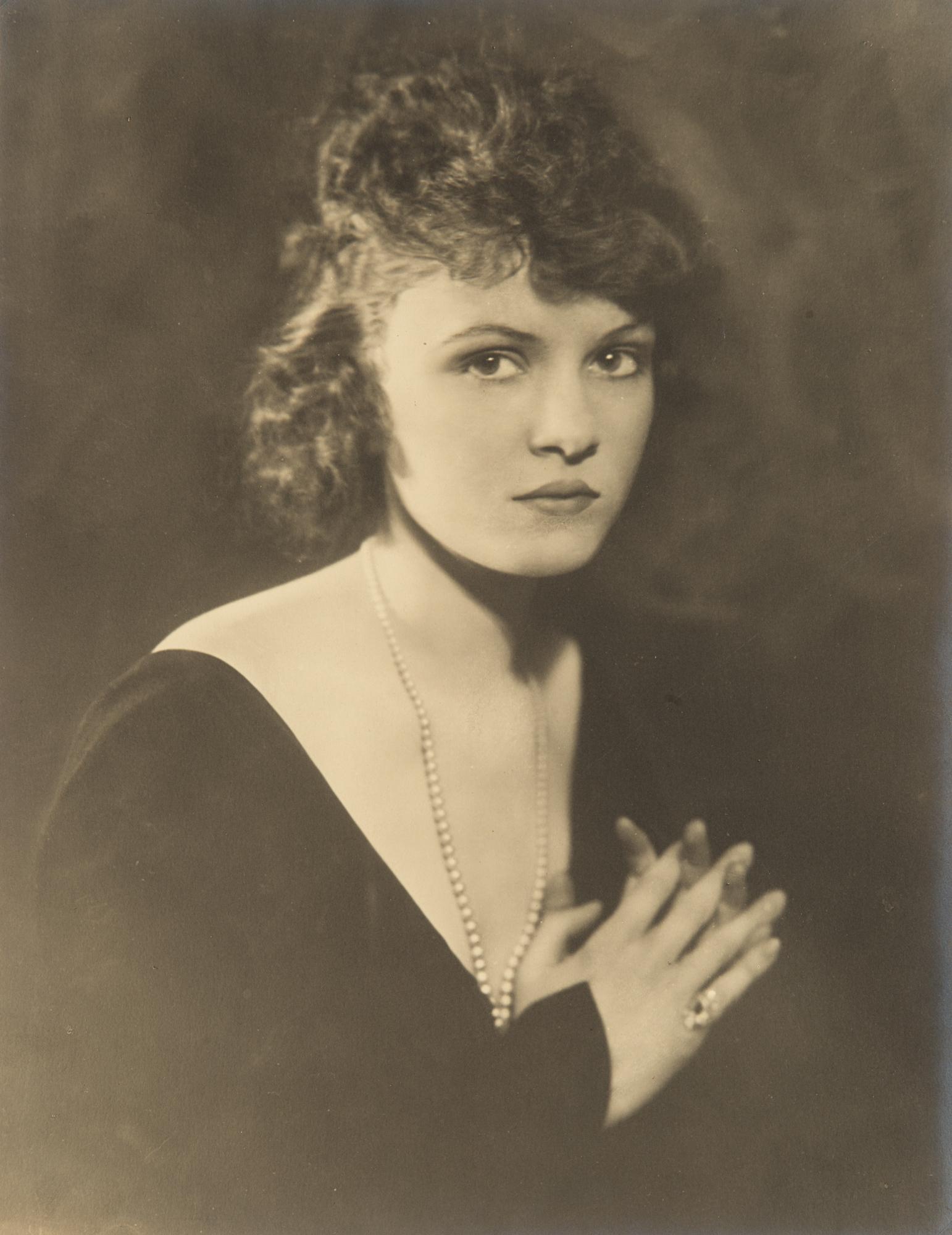 Ritratto con perle, anni 1930