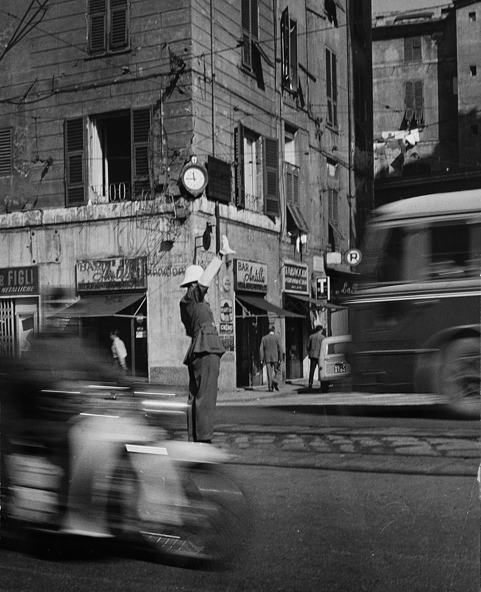 Il vigile, Genova, anni 1950