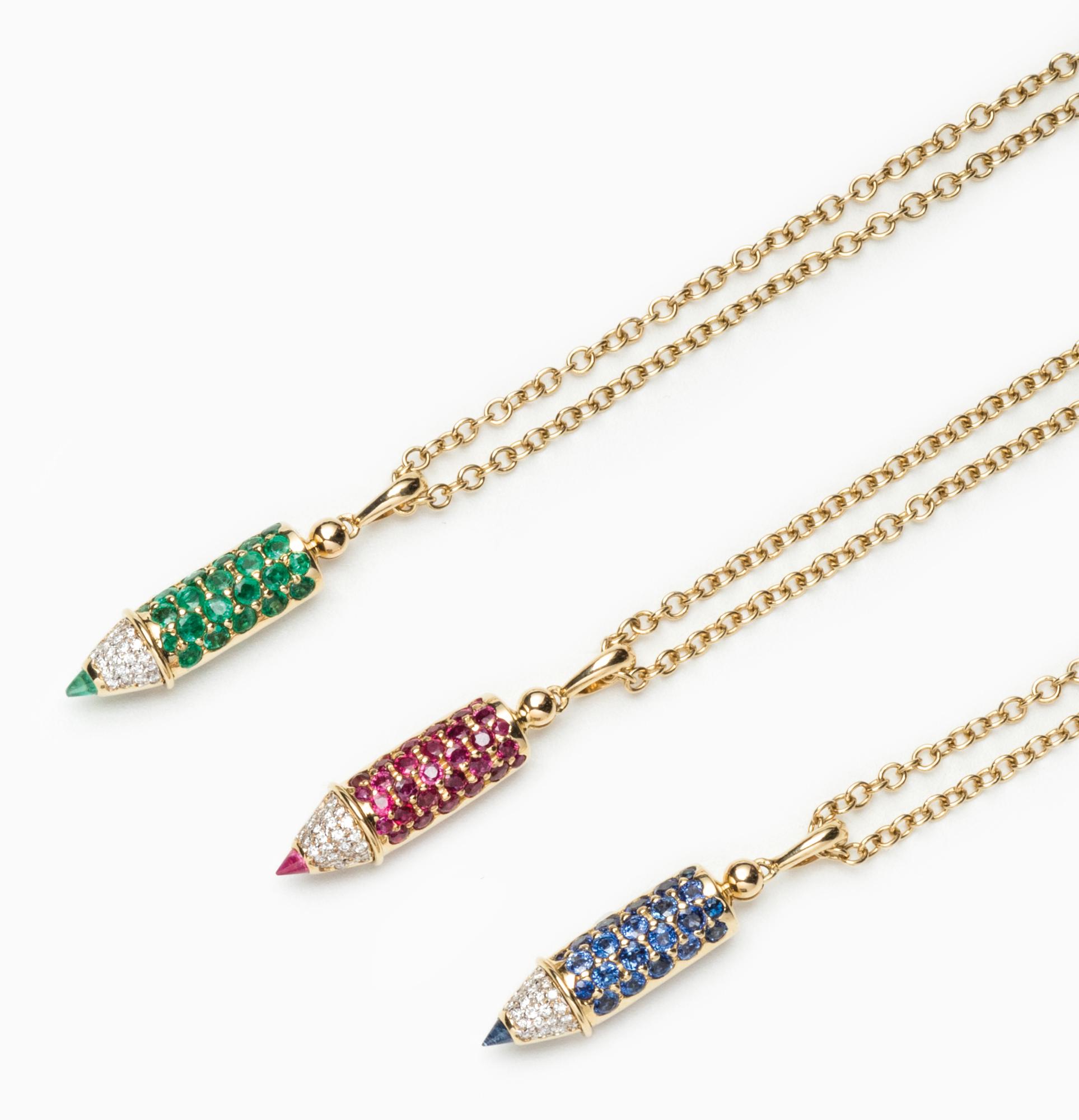 in oro, zaffiri, smeraldi, rubini e diamanti