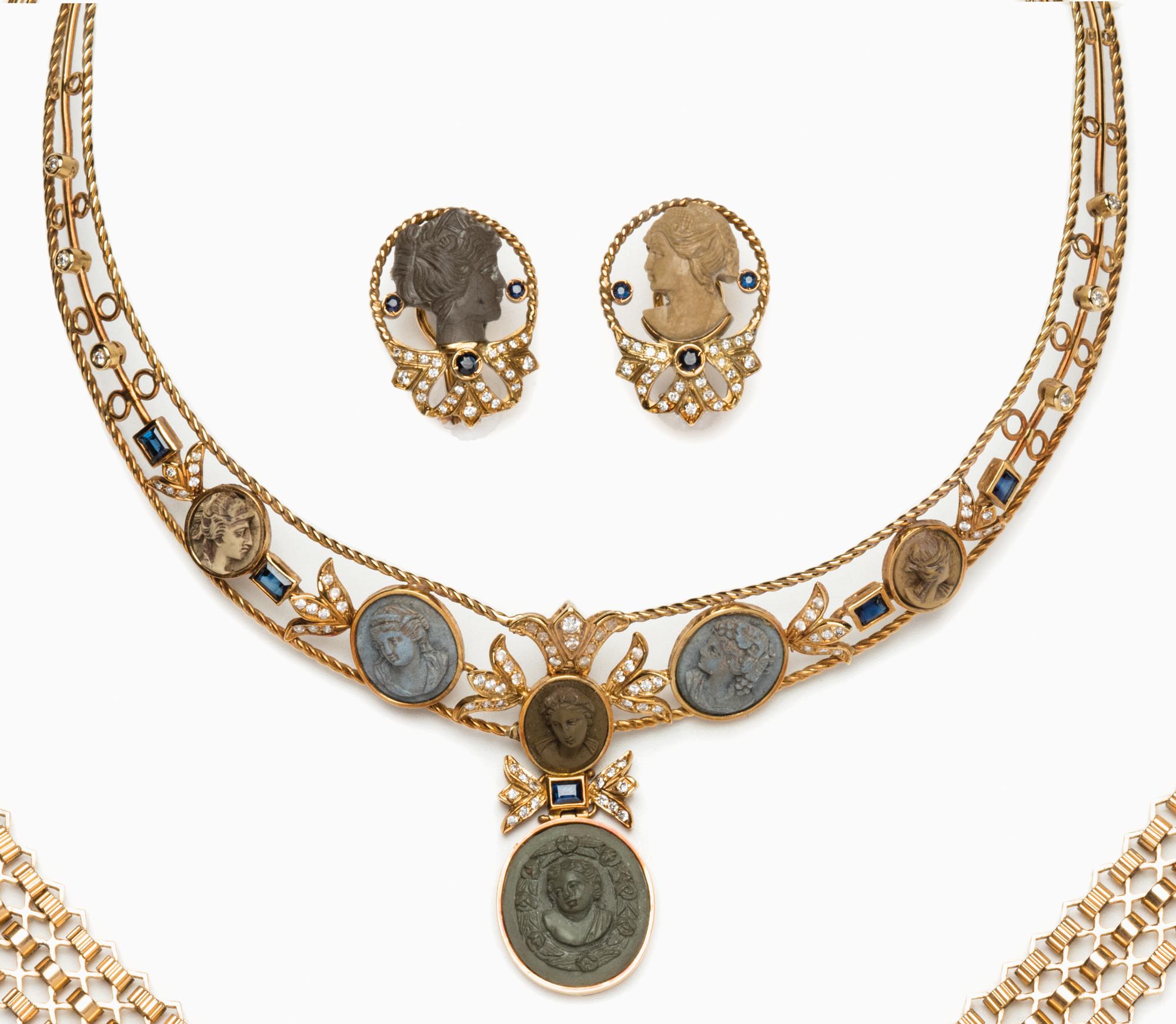 in oro, zaffiri, pietra lavica e diamanti