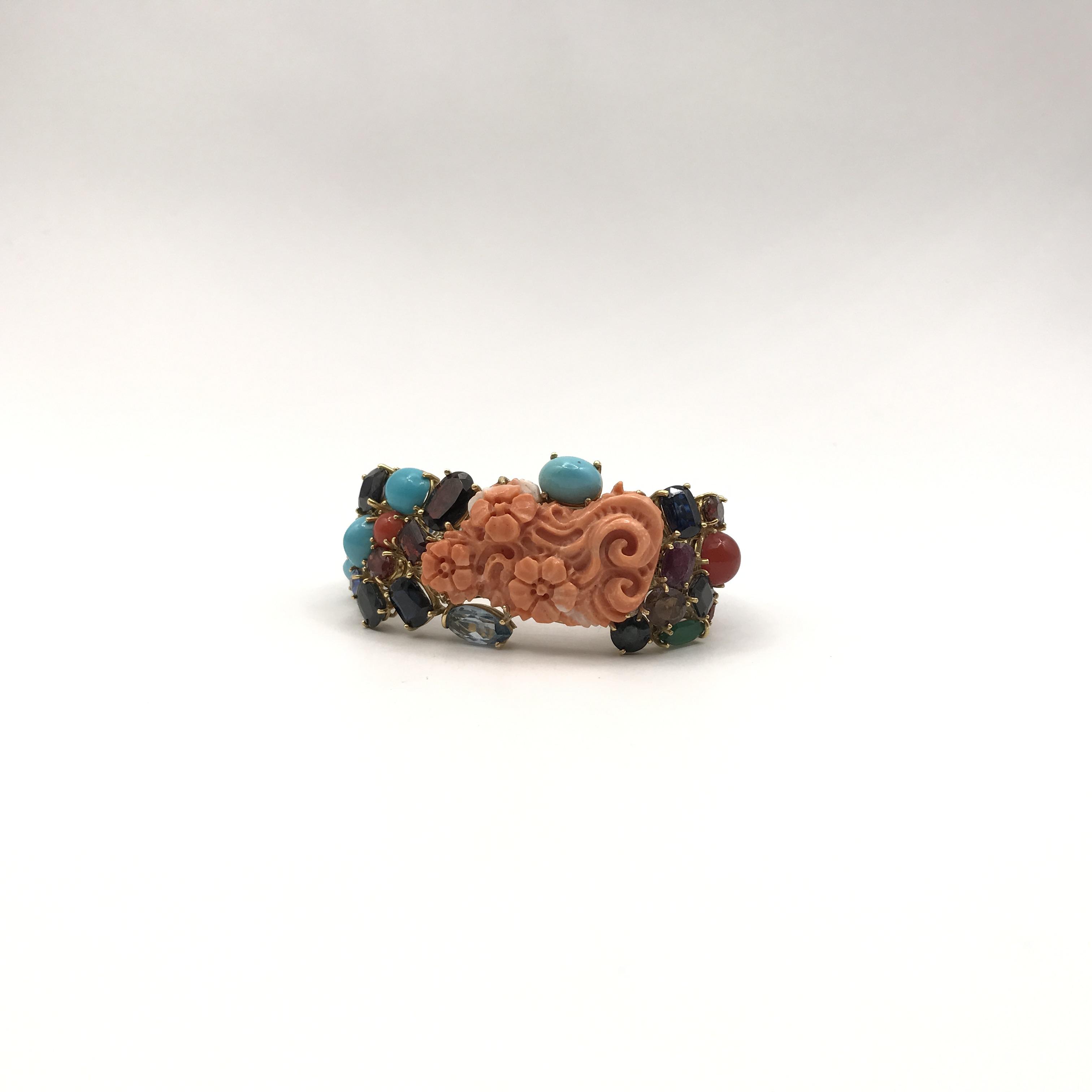 in oro, corallo e pietre colorate