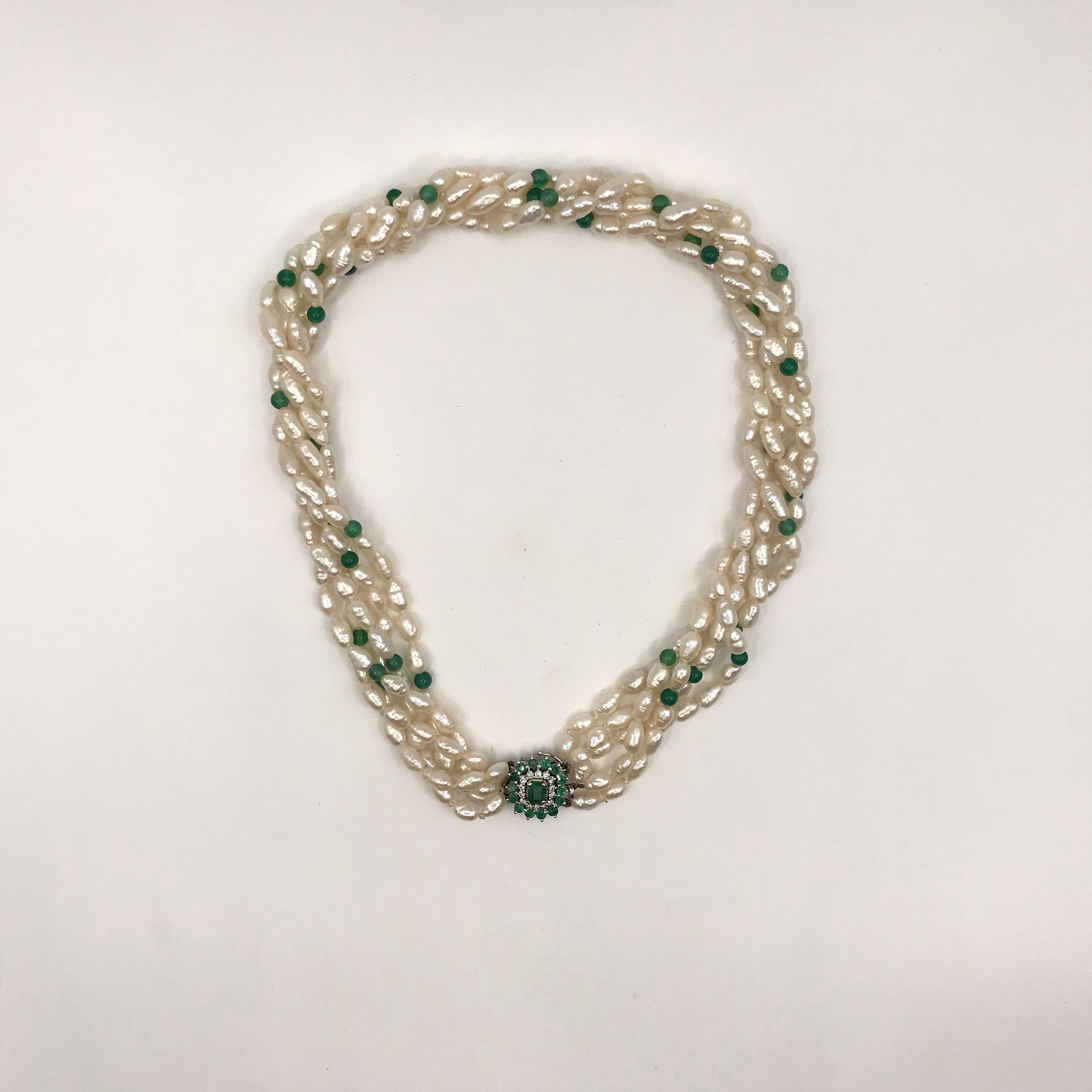 Collana in oro bianco smeraldi pietre verdi perle di for Pietre di fiume