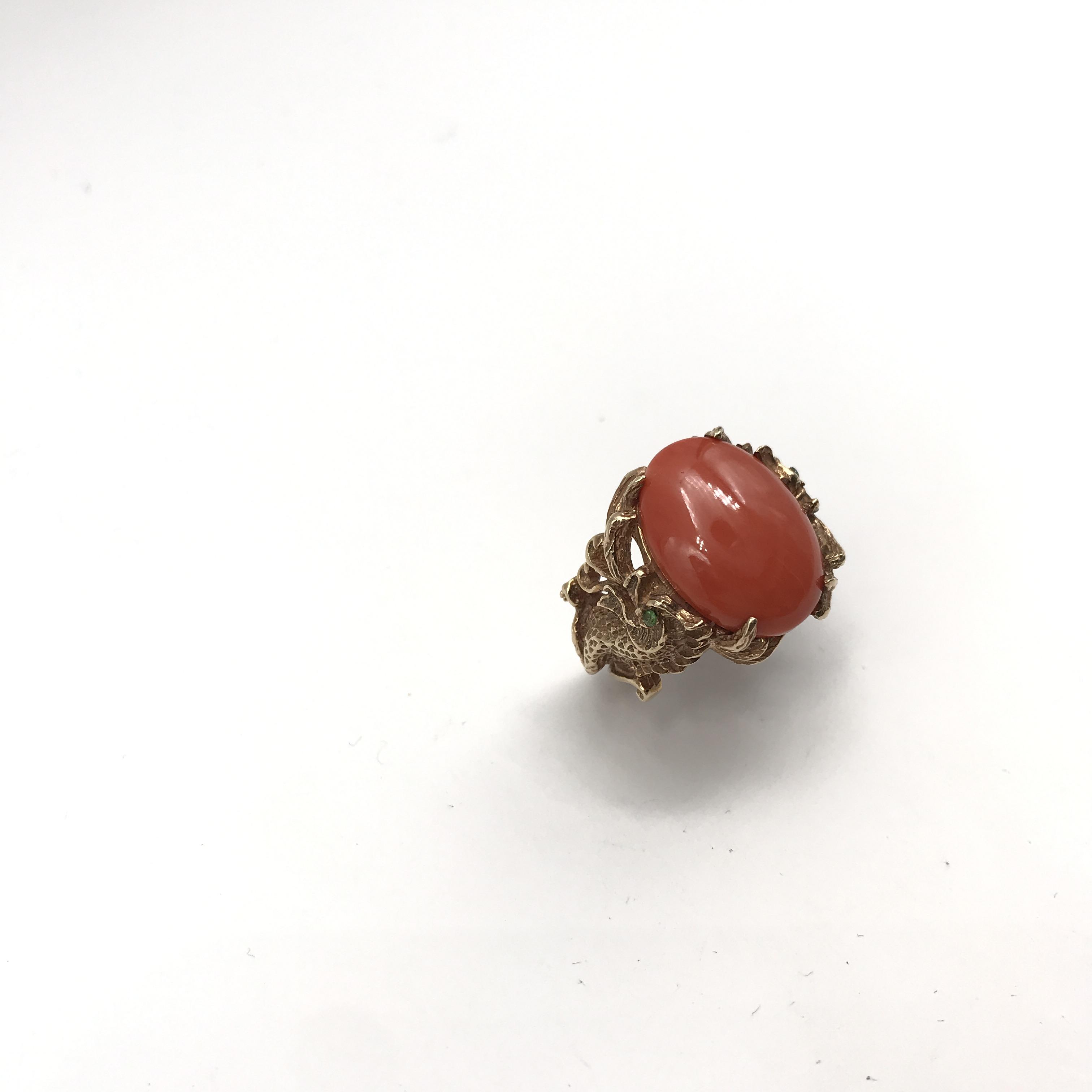 in oro rosso 9kt, corallo e pietre verdi