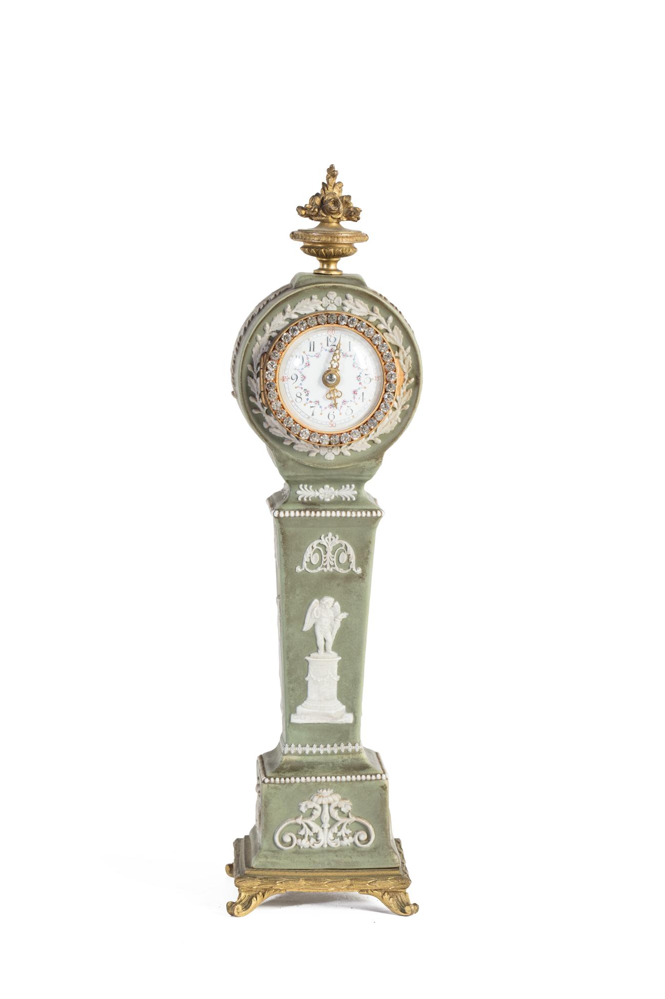 Orologio in porcellana verde e bianca Wedgwood, secoli XIX-XX