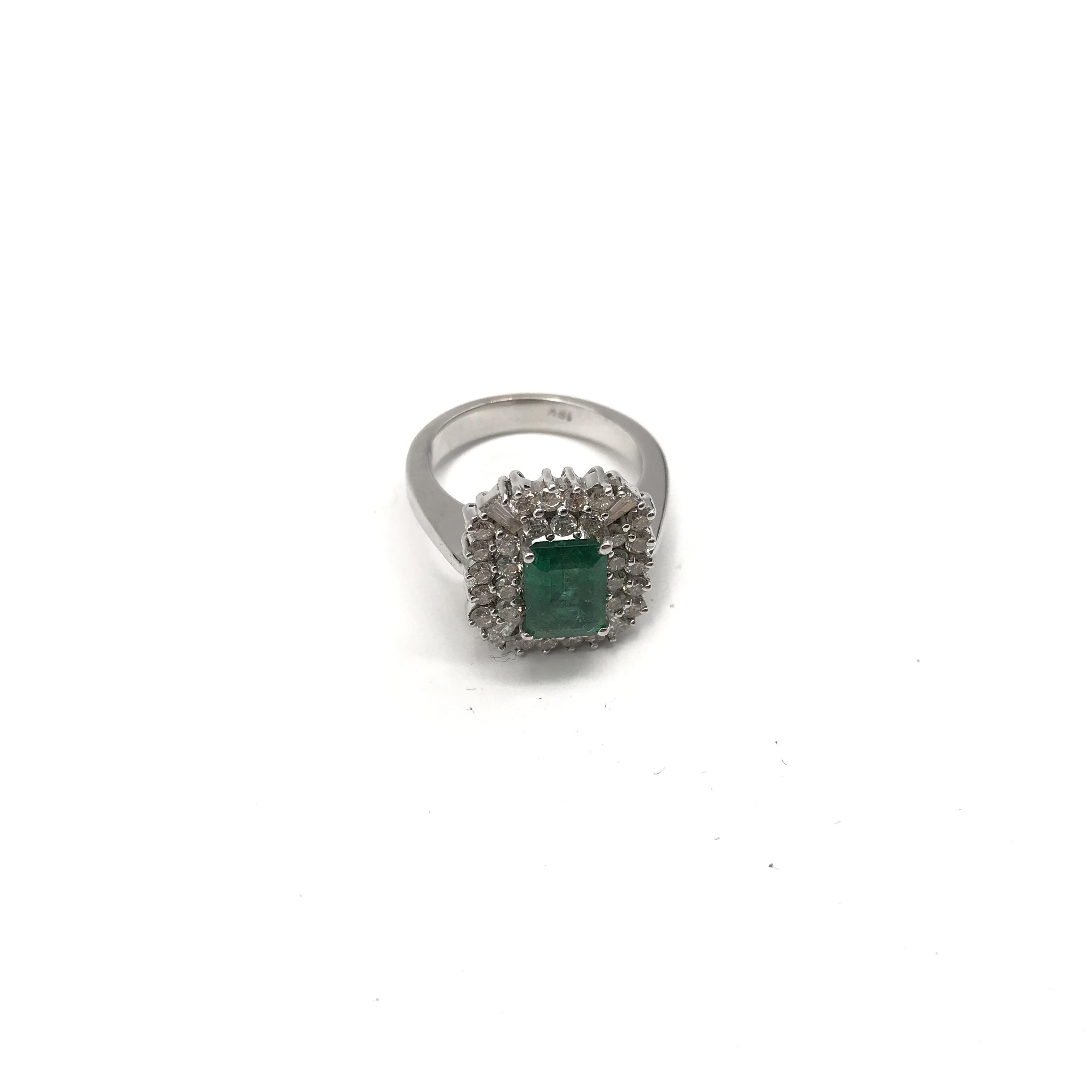 in oro bianco 18kt, smeraldo e diamanti