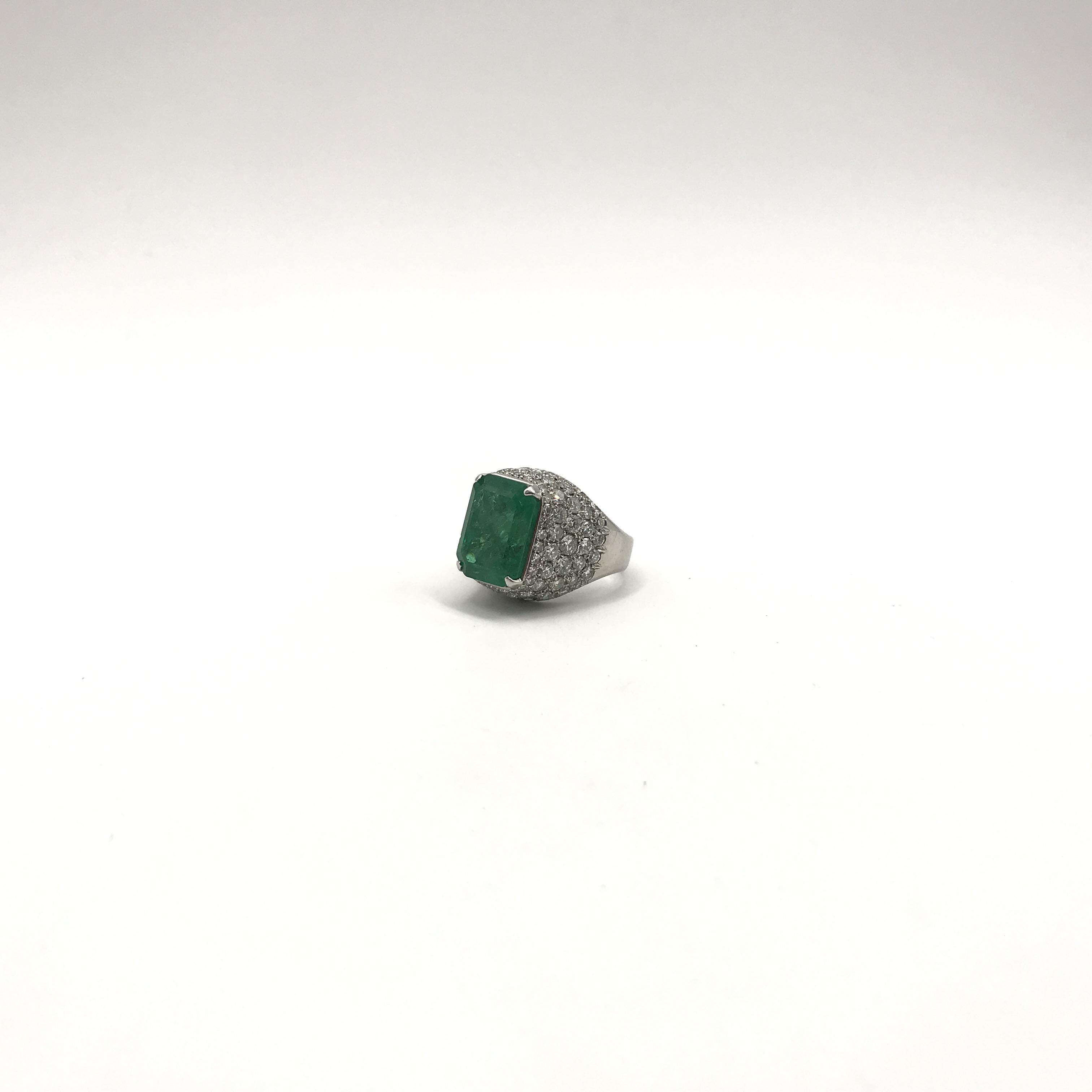in platino, smeraldo e diamanti