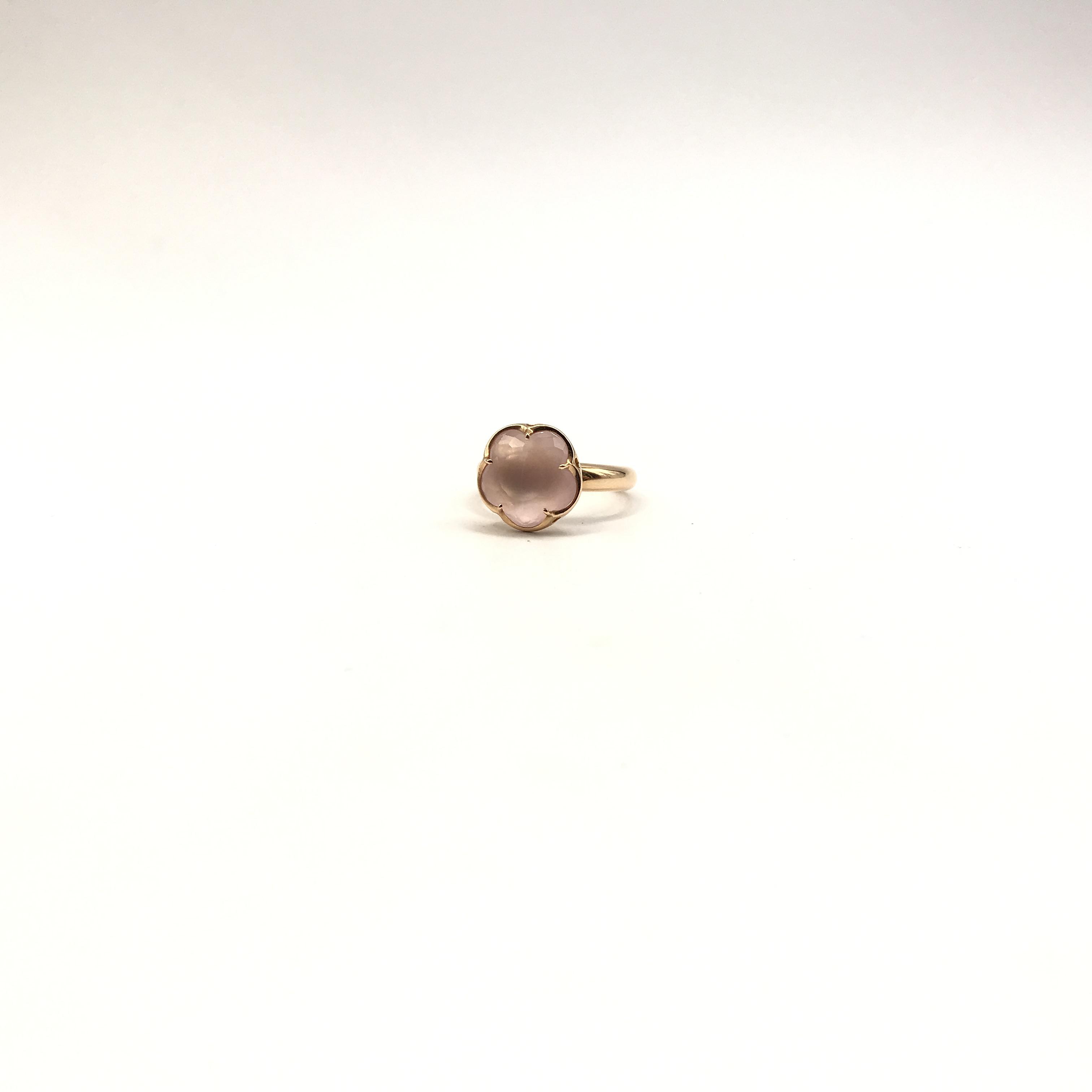 anello in oro 18kt e pietra rosa