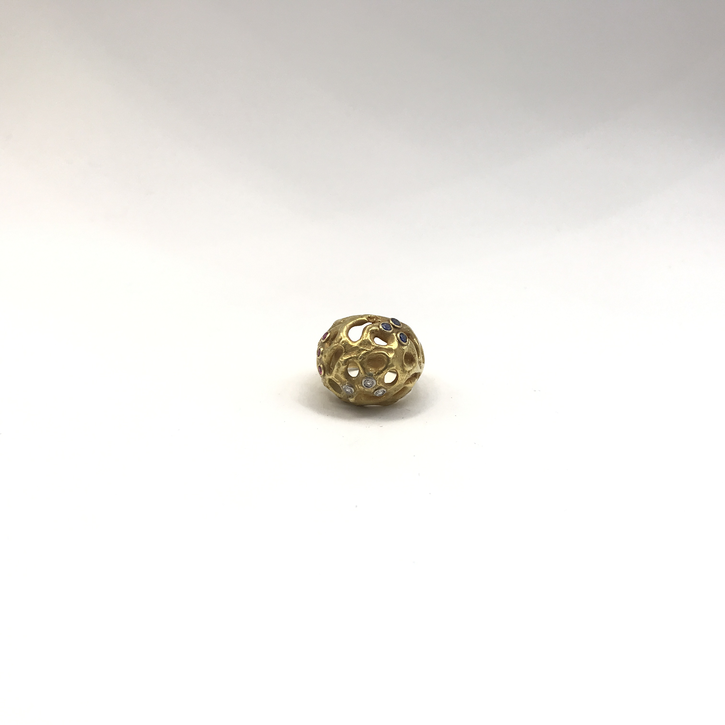 anello in oro bicolore 18kt, zaffiri e diamanti