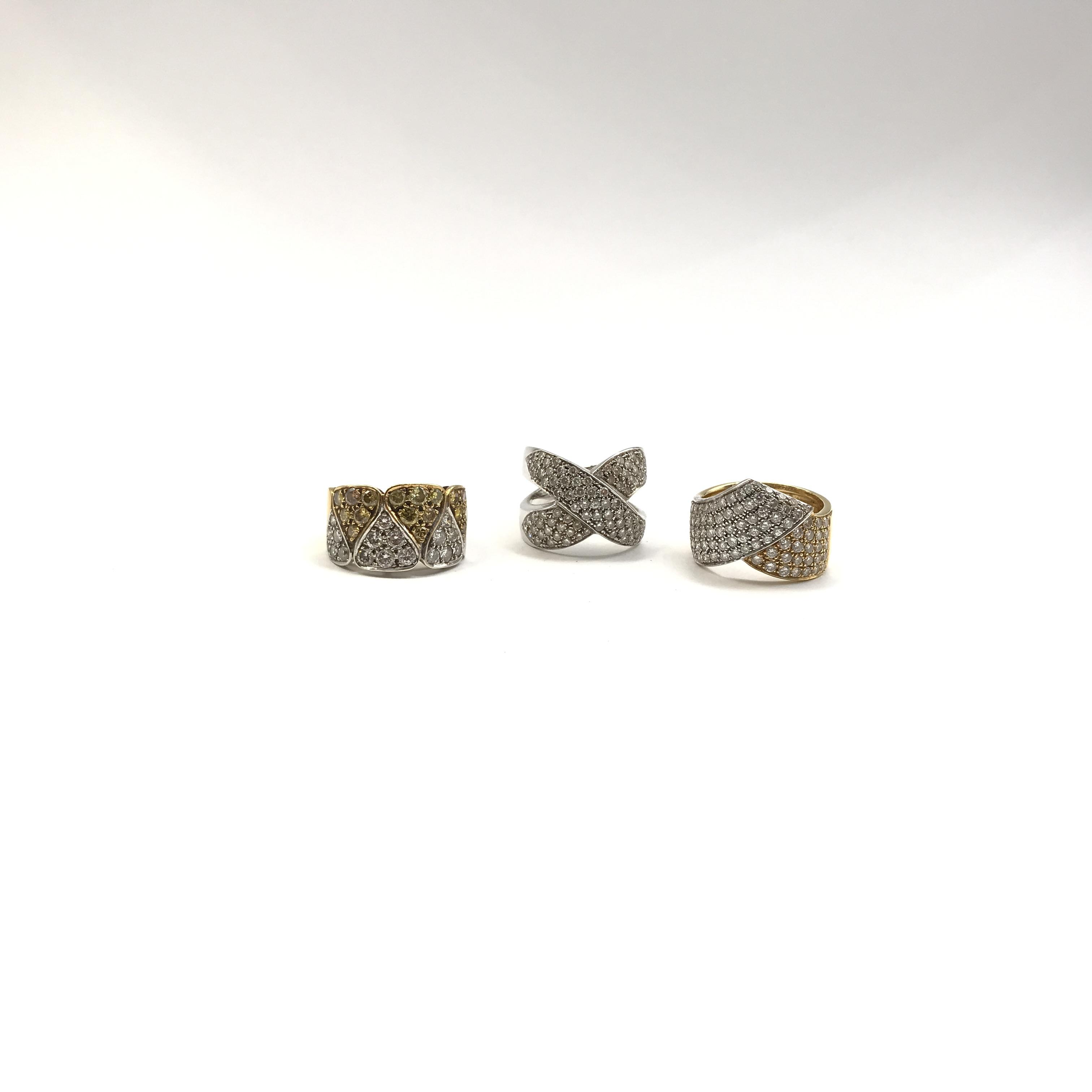 in oro bicolore 18kt e diamanti incolore e fancy