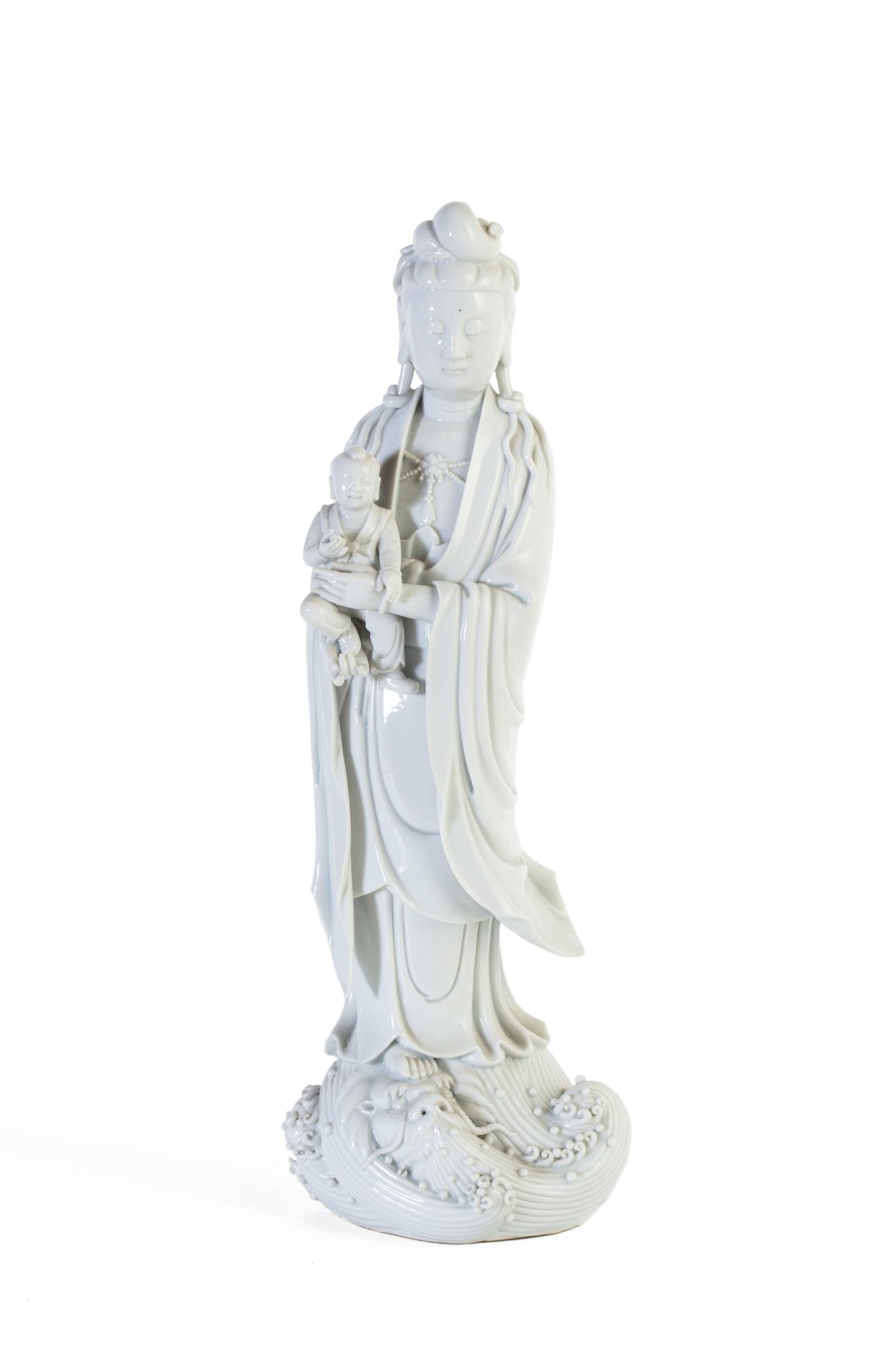 Gruppo di tre sculture in Blanc de Chine