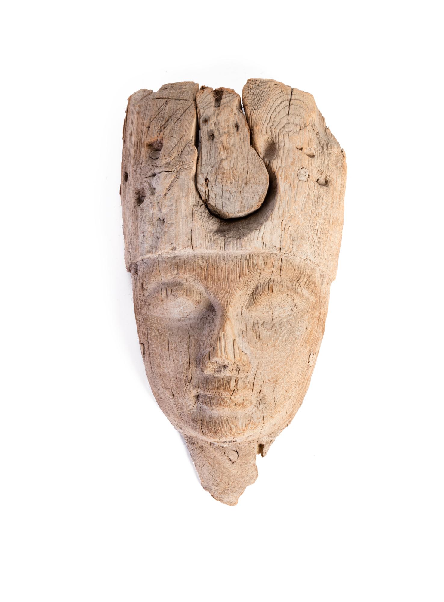 Antica maschera egizia in legno
