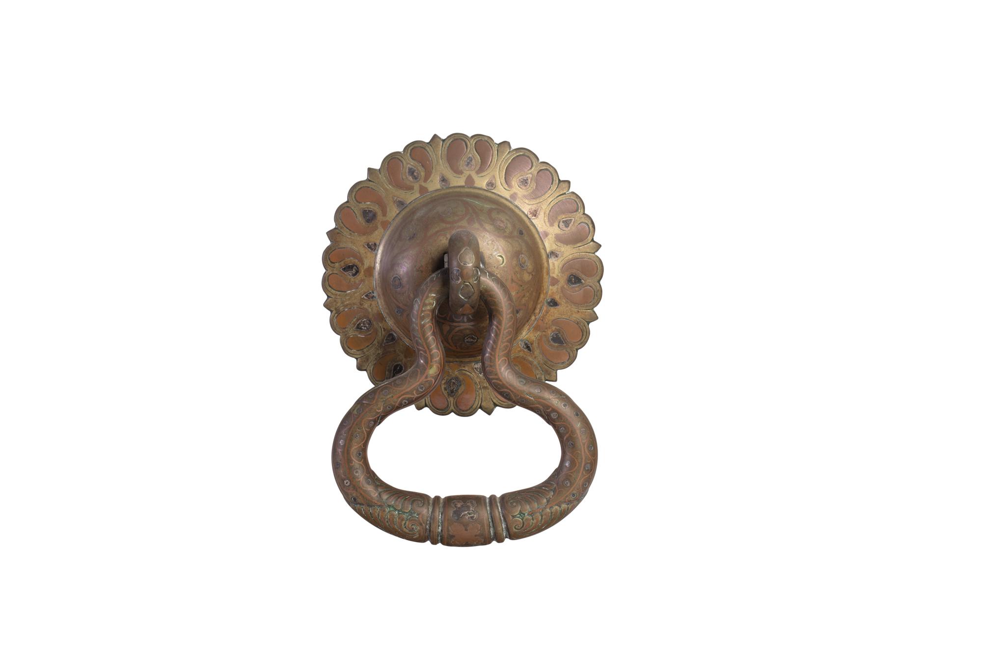 Antica maniglia orientale in bronzo