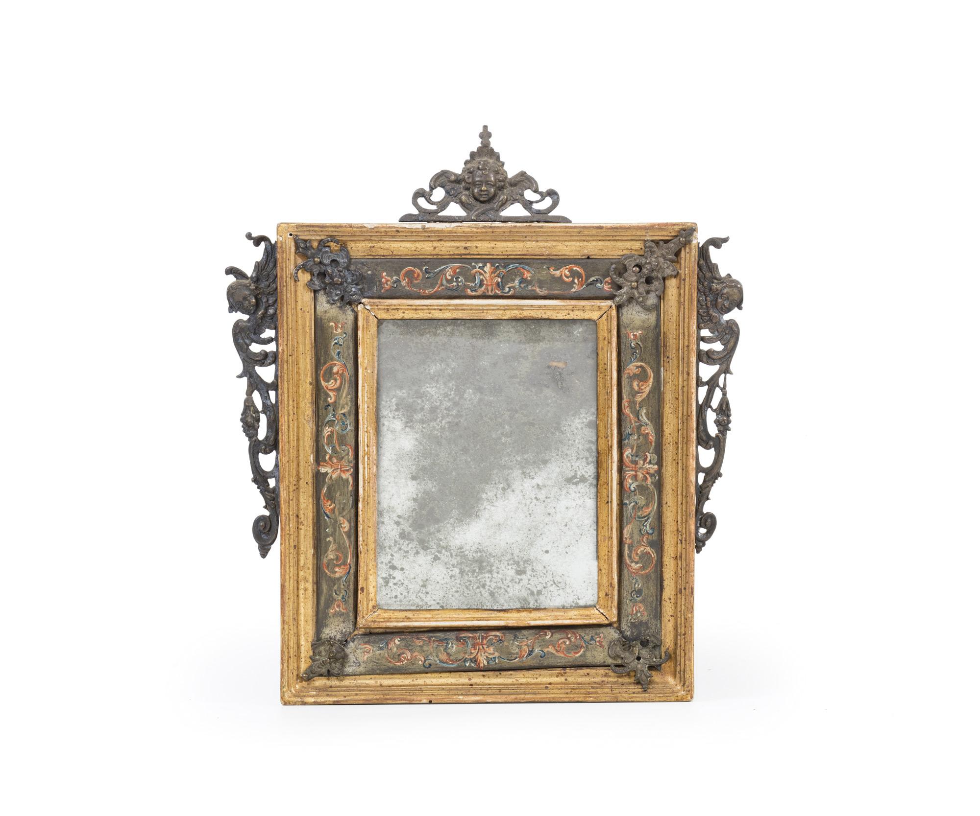 Due piccole specchiere con applicazioni in bronzo