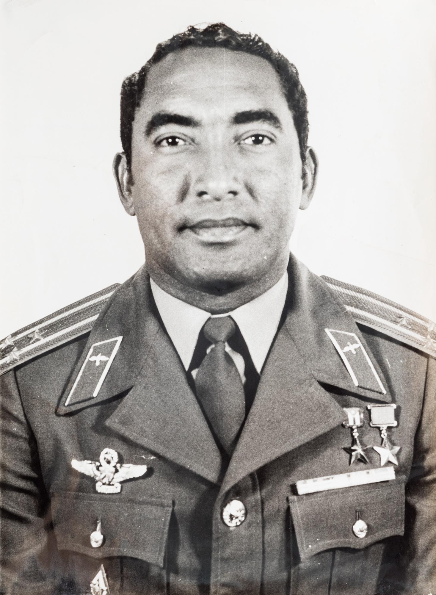 Ritratto dell'astronauta cubano Tamayo in uniforme